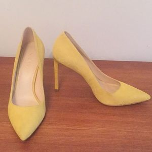 Nine West yellow suede shoes